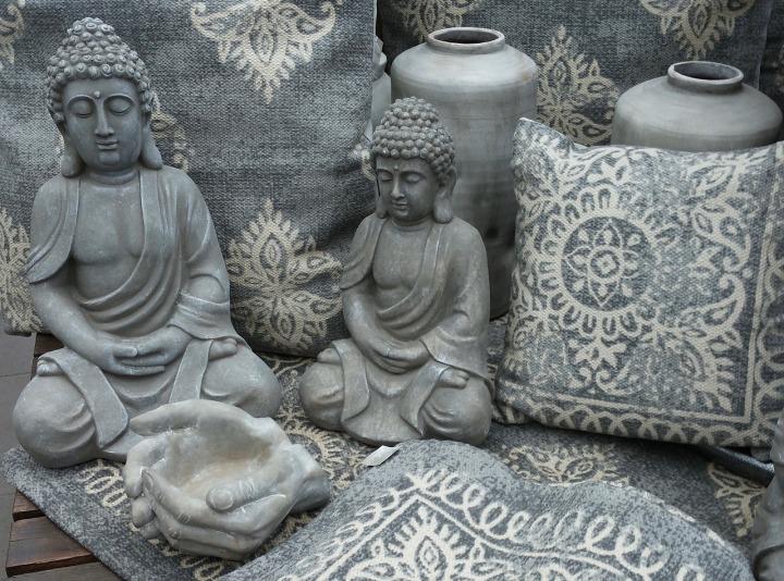 Boudha Mantra figure