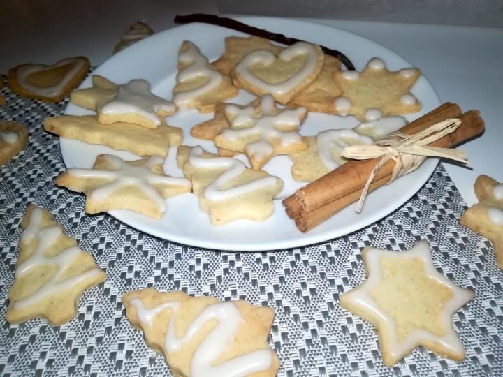 Sablés de Noël à la cannelle et à lavanille