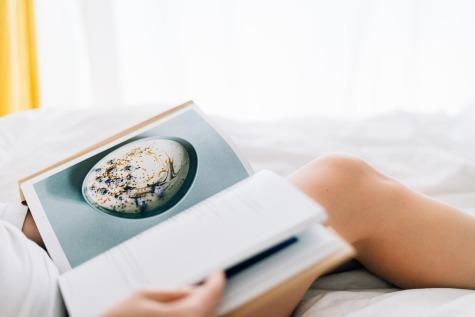 Lire au lit le matin