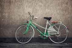 wall-sport-green-bike.jpg