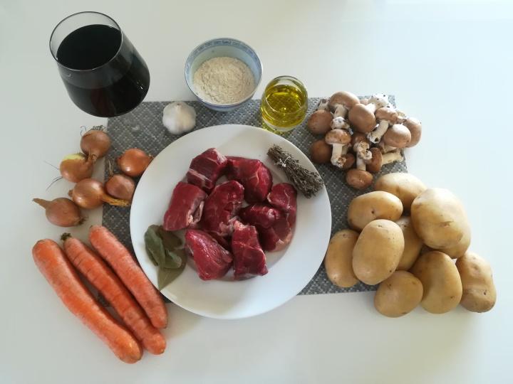 Les ingrédients pour le boeuf bourguignon