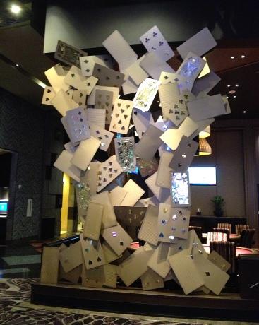 Cartes géantes à l'hôtel Aria