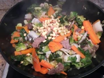 Le gingembre ajouté dans le wok