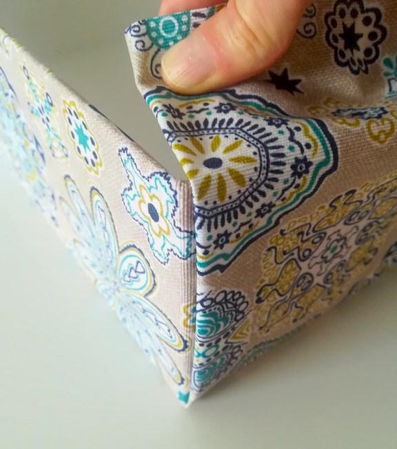 Essais effectués pour recouvrir la boîte avec le tissus