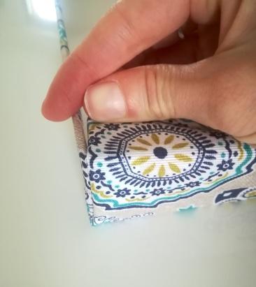 Le tissus recouvre la boîte