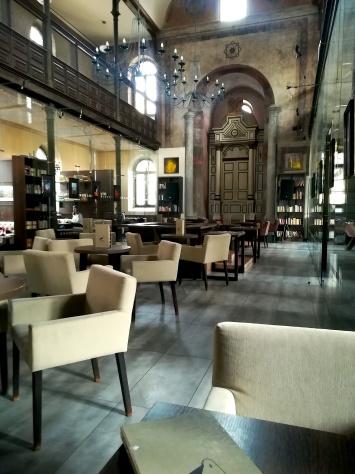 Salle principale du café de la synagogue