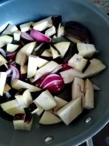 L'aubergine dans la poêle