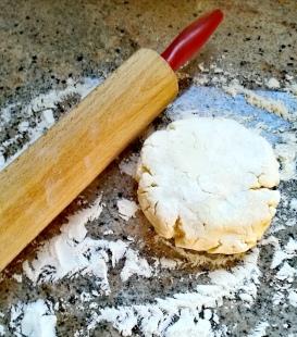 La pâte et le rouleau à pâtisserie
