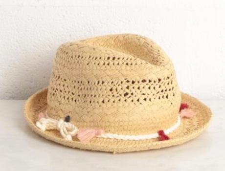 Chapeau de paille avec pompons - Source : BonoboPlanet.com