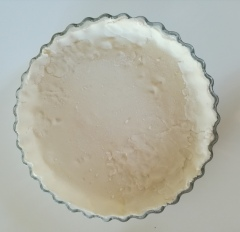 La pâte ajoutée dans la tourtière