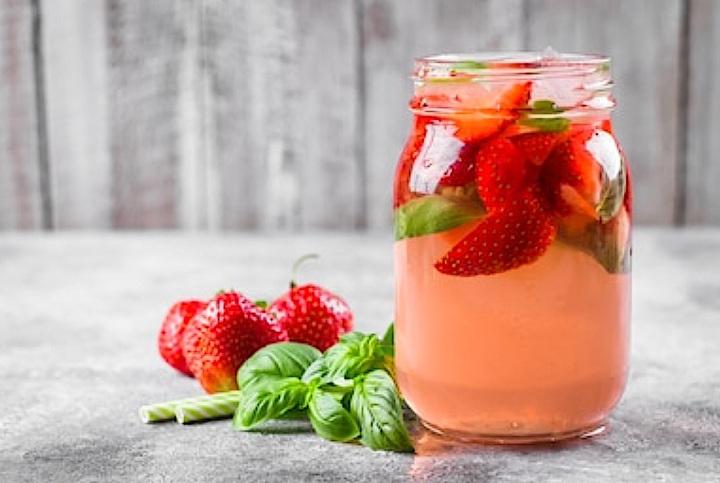 Boisson fraises et basilic