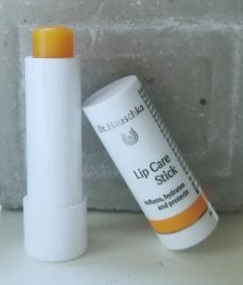 Si vous aussi, vous avez les lèvres sensibles et gercées, adoptez un stick pour  les lèvres. Le stick éclat des lèvres apporte de la douceur et de la ... 92c3b6e8d36