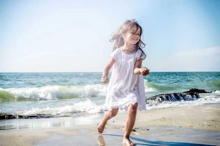 jouer dans leau plage