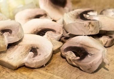 Les champignons émincés
