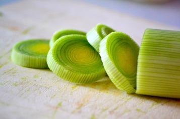 Les poireaux coupés en rondelles