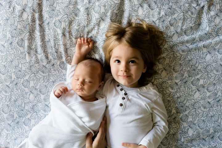 frere et soeur famille bébé