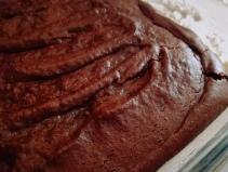 Le gâteau au chocolat est cuit