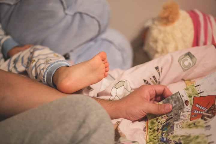 lire un livre à son bébé
