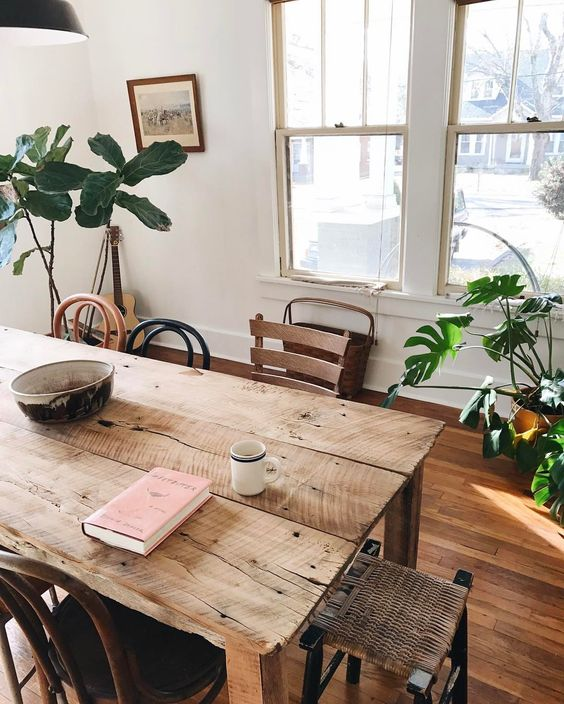 Table de cuisine propre Adel de Roquemaurel
