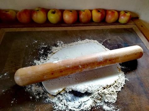 La pâte étalée avec le rouleau à pâtisserie Tournabois