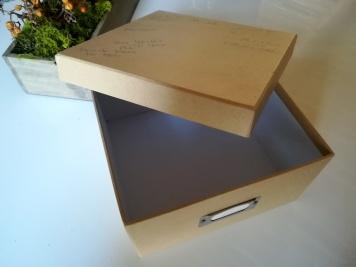 Boîte en carton de taille carré