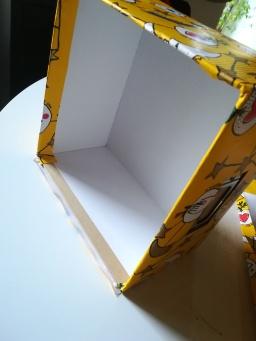 La quatrième bande de papier collée