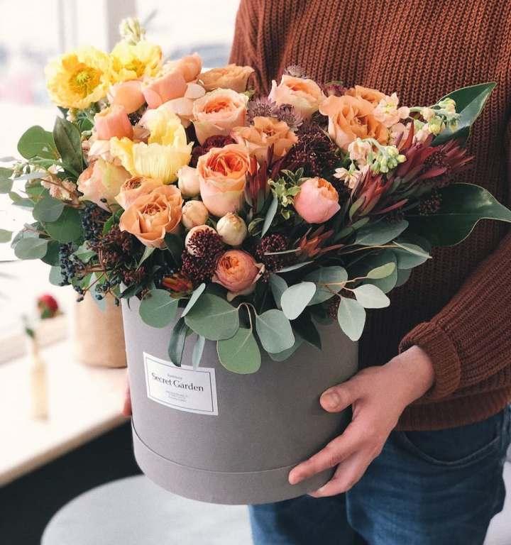 bouquet de fleurs roses couple