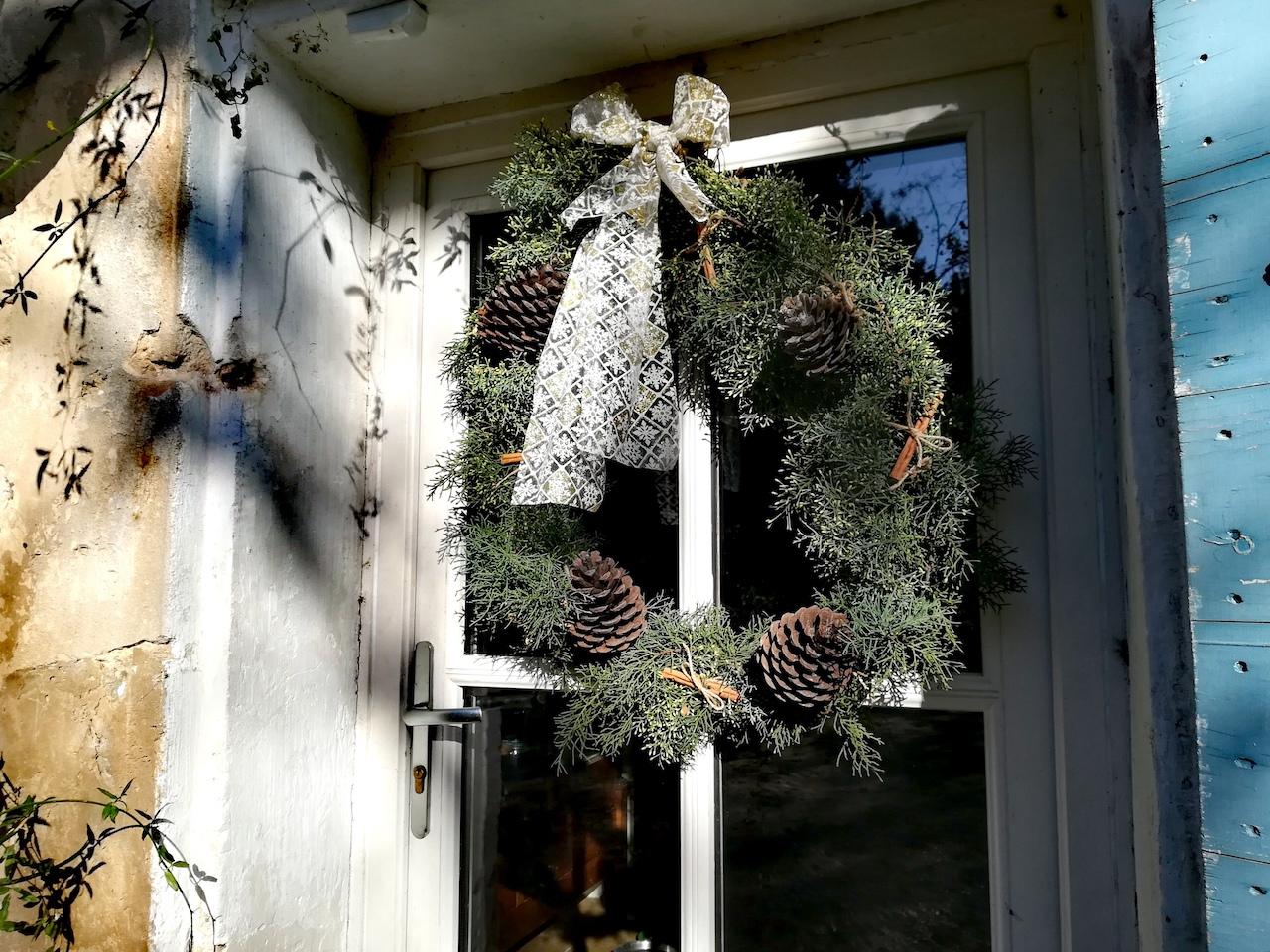 DIY déco : une couronne de Noël en sapin naturel